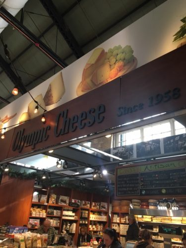 チーズ店の看板