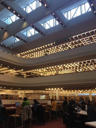 図書館内観