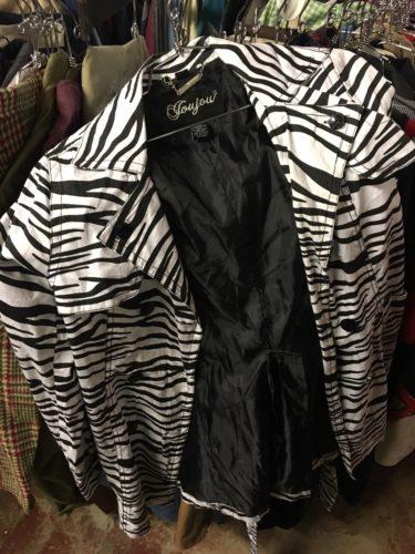 ブラックマーケットのジャケット